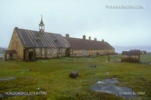 Édifices de la mission morave, Hébron, Labrador, 1993. Photo de Hans Blohm