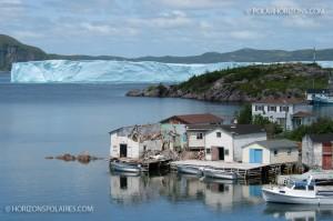 L'iceberg devant la communauté de Southport, Random Sound, Terre-Neuve