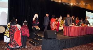 """Le juge Thomas Berger escorté par des représentants de la nation Nisga'a. Conférence """"Keeping the Promise"""" 27 février, 2013, Gatineau, Québec."""