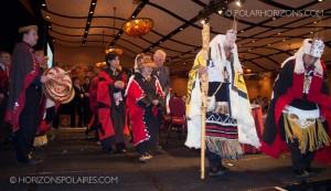 """Le juge Thomas Berger escorté hors de la scène. - Conférence """"Keeping the Promise"""" 27 février, 2013, Gatineau, Québec."""