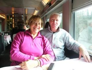"""Colette et Jean-Paul Monchablon à bord de train """"Le Canadien"""""""