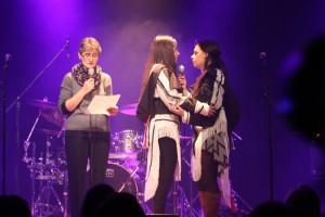 Introduction du spectacle en compagnie de Kristen Kownak et Riit Mike Murphy (Photo: Carole Rivet)