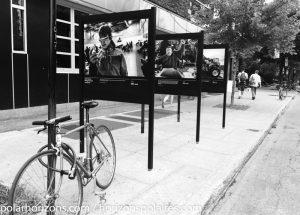 Panneaux au coin de la rue Fabre.